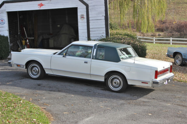 1981 lincoln town car base sedan 2 door for sale photos technical specifications description. Black Bedroom Furniture Sets. Home Design Ideas