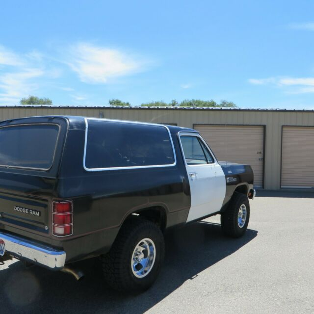1982 Black Dodge Ramcharger SUV with Gray interior