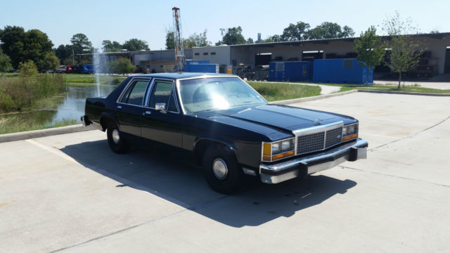 1982 Ford Crown Victoria LTD