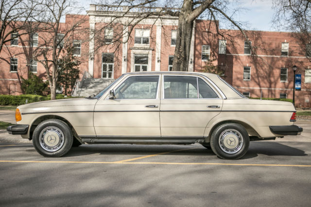 1982 Mercedes-Benz 200-Series DIESEL W123 240D **Only 50K MILES**
