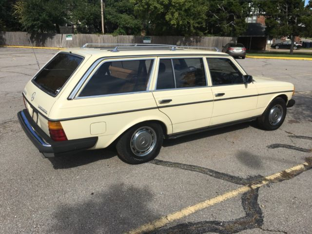 1982 Mercedes-Benz 300-Series Station Wagon