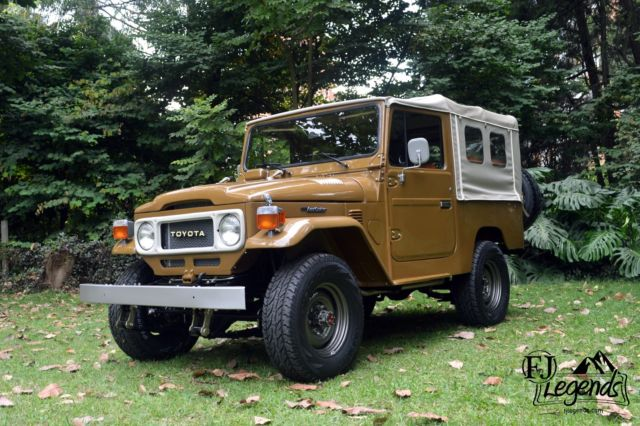 1982 toyota land cruiser fj43 fj40 olive green 2f eng pwr strg disc brakes ac for sale photos technical specifications description topclassiccarsforsale com