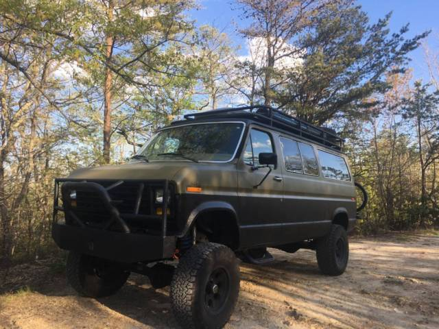 1983 Ford E-150 Club Wagon - 4x4 Full Camper Conversion! for