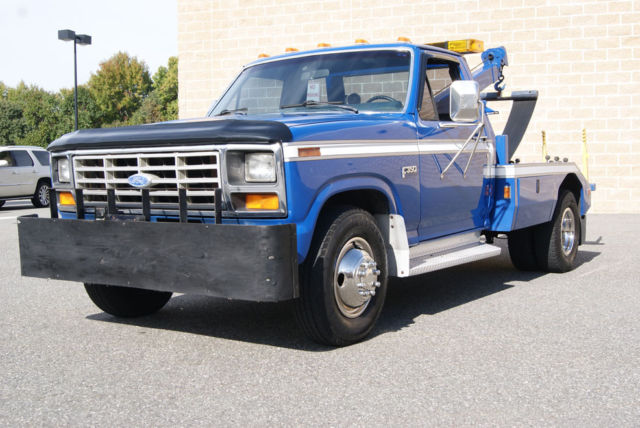 1983 Ford F-350 TOW TRUCK