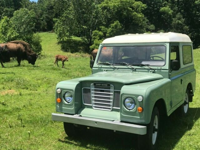 1983 Land Rover Defender Model 88