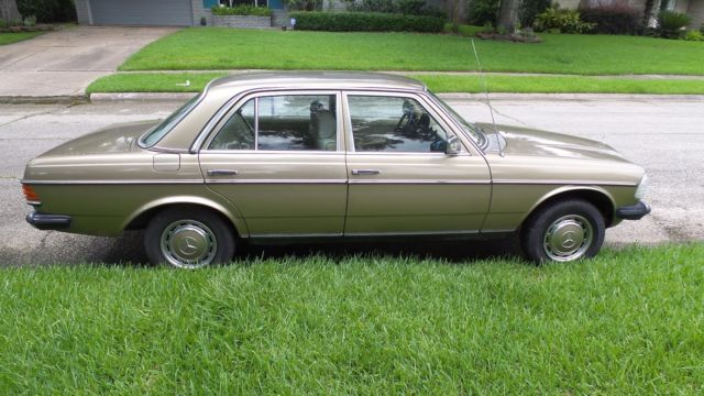 1983 Mercedes-Benz 200-Series 240D