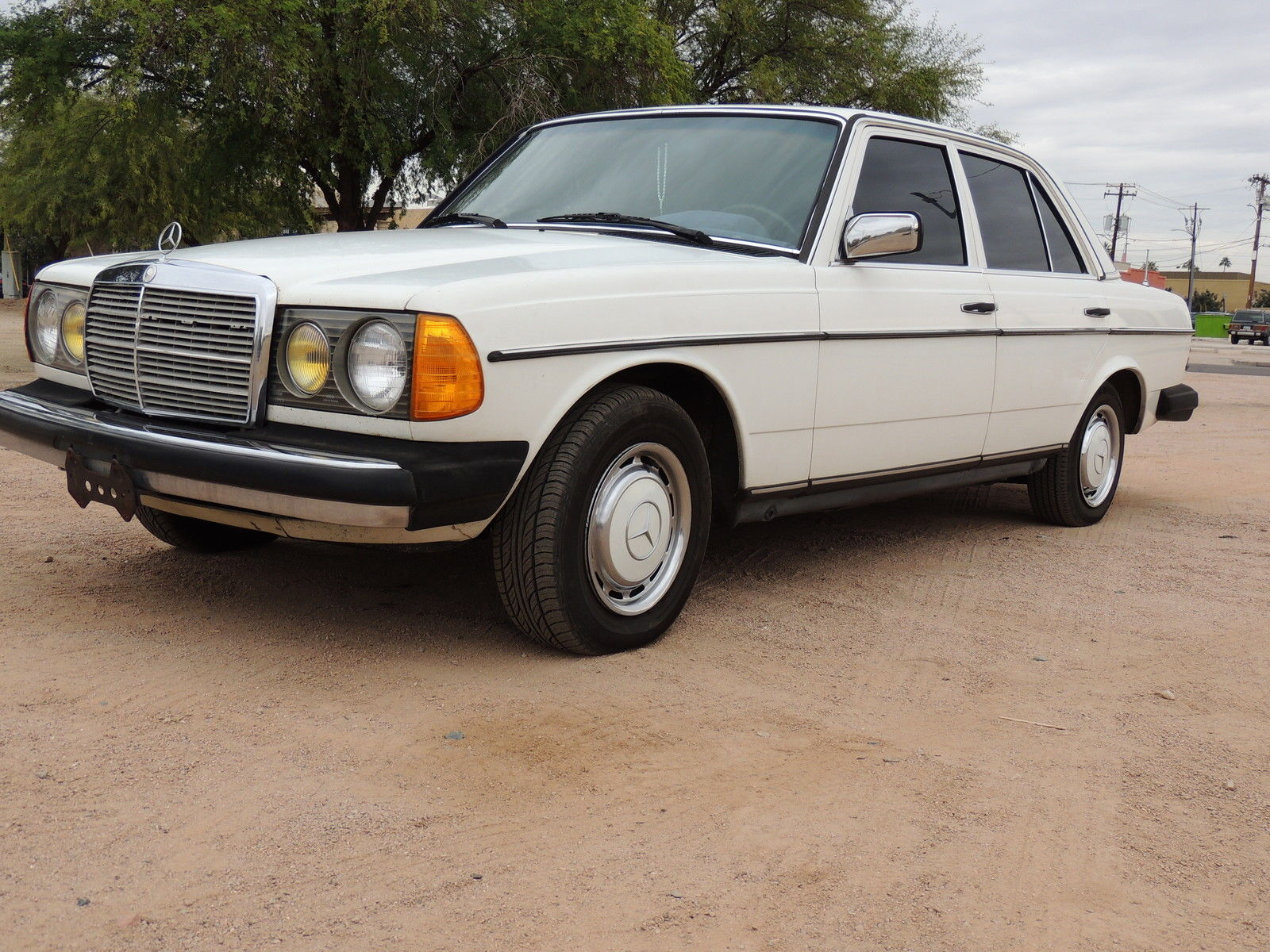 1983 Mercedes-Benz 200-Series