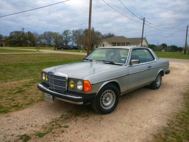 1983 Mercedes-Benz 300-Series Loaded