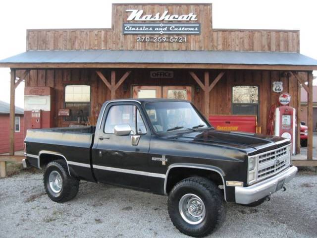 1984 Chevrolet C-10 K10 Scottsdale Pickup Truck 2-Door V8 5.0L
