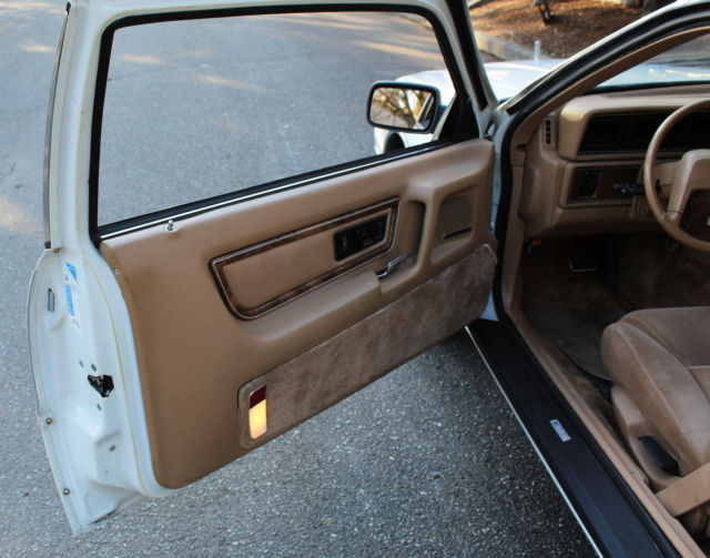 1984 White Lincoln Continental Sedan with Tan interior