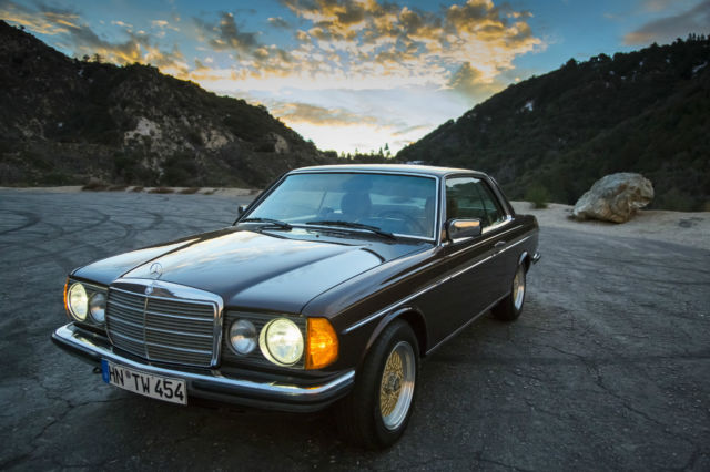 1984 Mercedes-Benz 200-Series