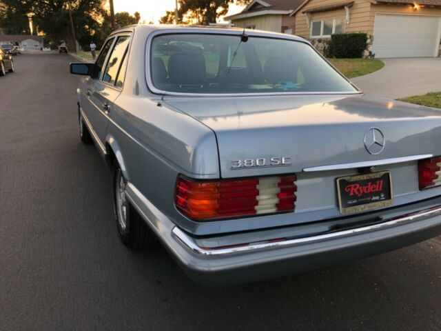 1984 BLUE Mercedes-Benz 300-Series Sedan with Blue interior