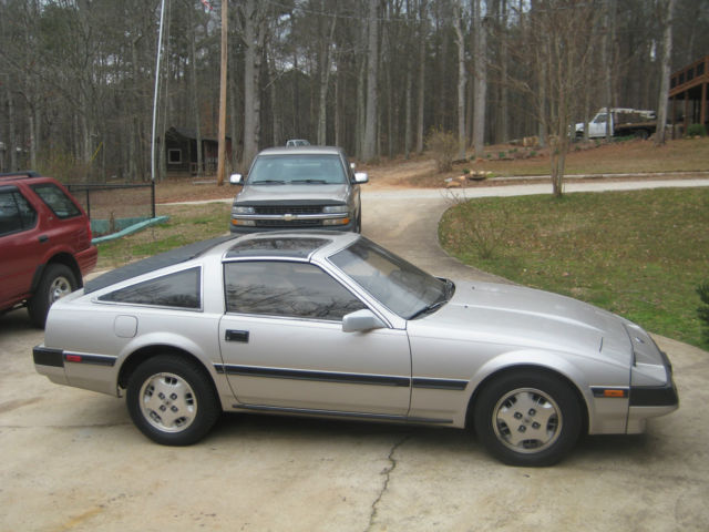 1984 Silver Nissan 300ZX Coupe with Tan interior