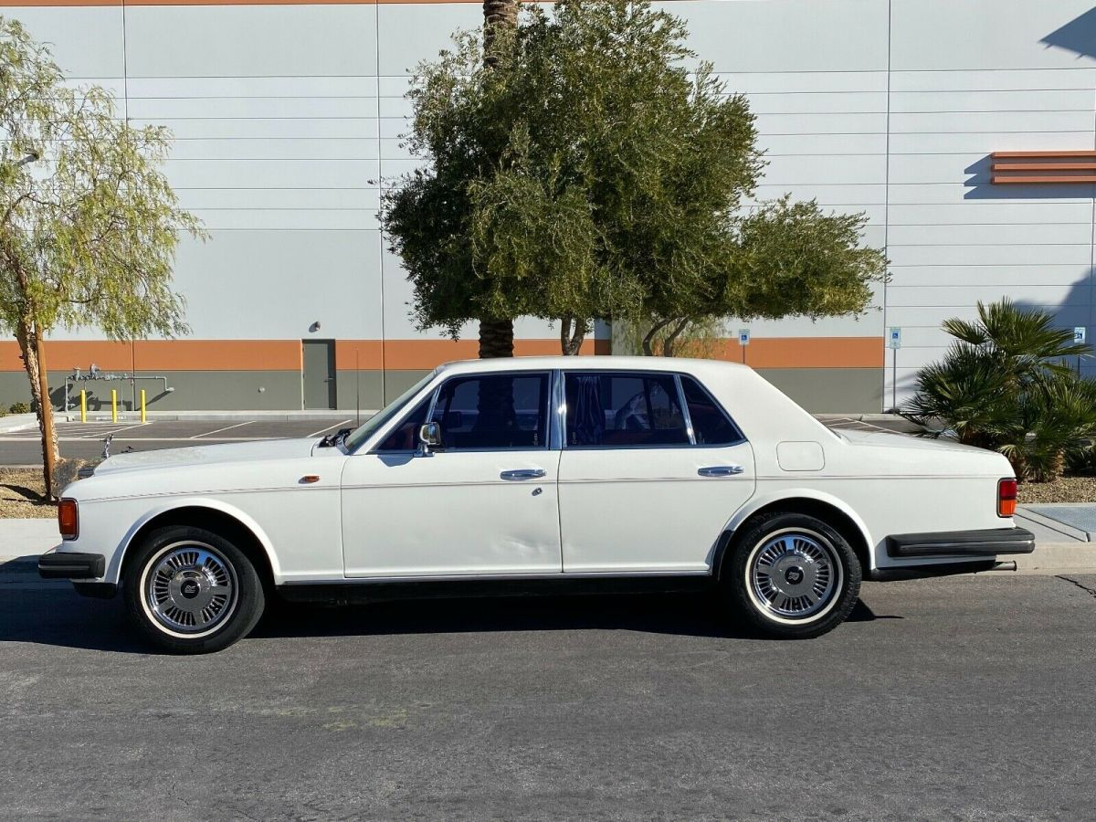 1984 Silver Rolls-Royce SILVER SPRU ROLLS ROYCE SEDAN CLASS LUXURY Sedan with Red interior