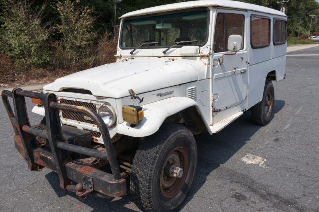 1984 White Toyota Land Cruiser Ute with Grey interior