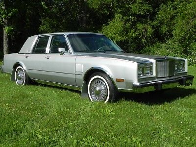 1985 Chrysler New Yorker CHRYSLER 5TH AVENUE NEW YORKER