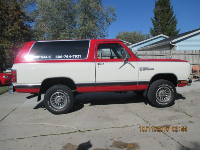 1985 Dodge Ramcharger royal se