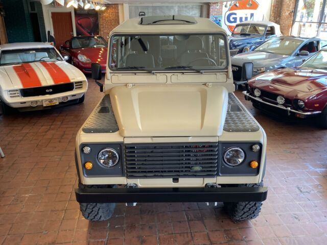 1985 Land Rover DEFENDER 110 2-DOOR --