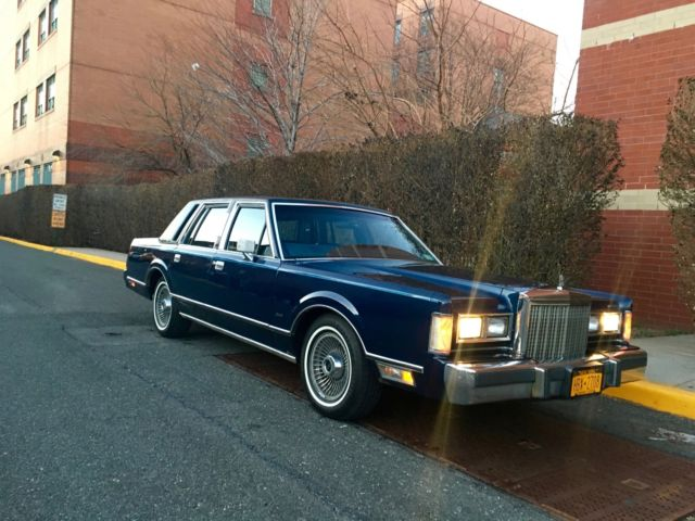 1985 Lincoln Town Car Excellent Condition 1 Owner All Original Books