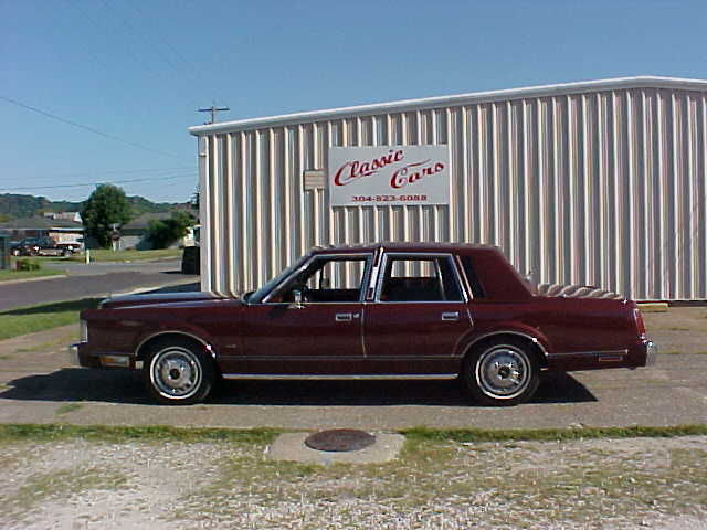 1985 Lincoln Town Car 33728 LOW  MILES  LIKE  NEW