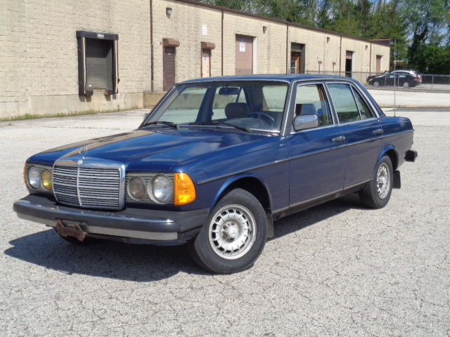 1985 Mercedes-Benz 300-Series 4dr Sedan 30