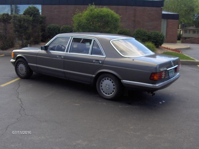 1985 Mercedes-Benz 300-Series 380