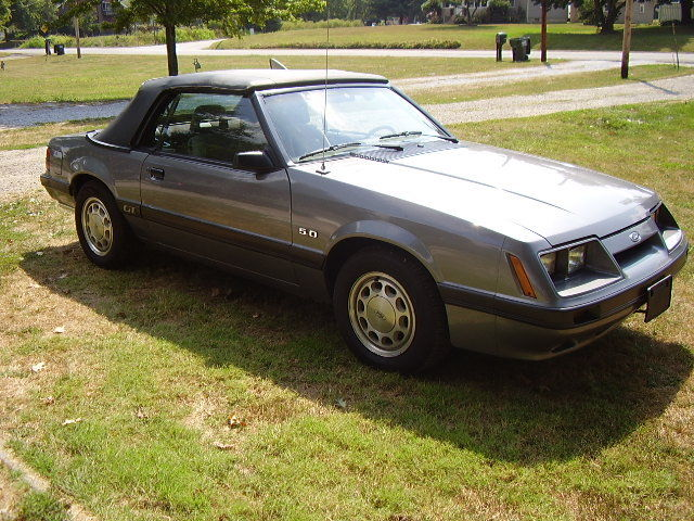1985 Ford Mustang convertible