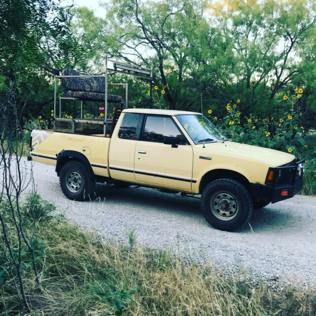 1985 Yellow Nissan Other Pickups Extended Cab Pickup with Brown interior