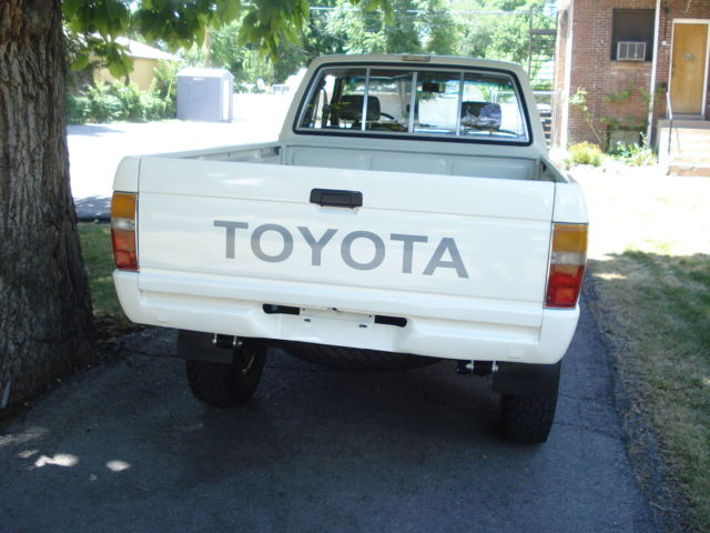 1985 toyota 4x4 extra cab pick up hilux for sale photos technical specifications description. Black Bedroom Furniture Sets. Home Design Ideas