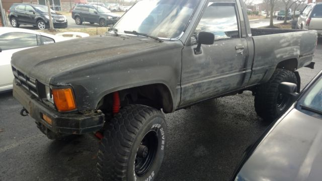 1985 Toyota Pickup Hilux 22R  Rare 4x4 Front Straight Axle