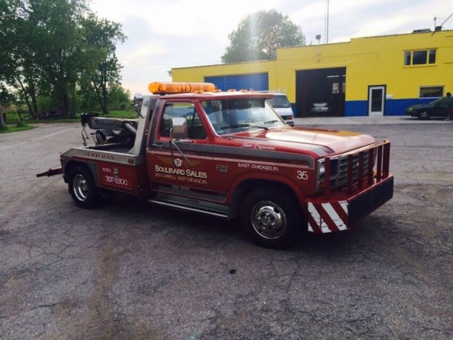 1986 Ford F-350 Towing Truck