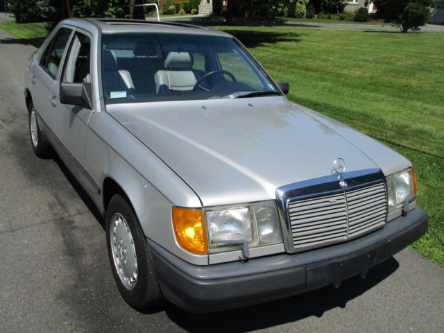 1986 Mercedes-Benz 300-Series 4dr Sedan 30