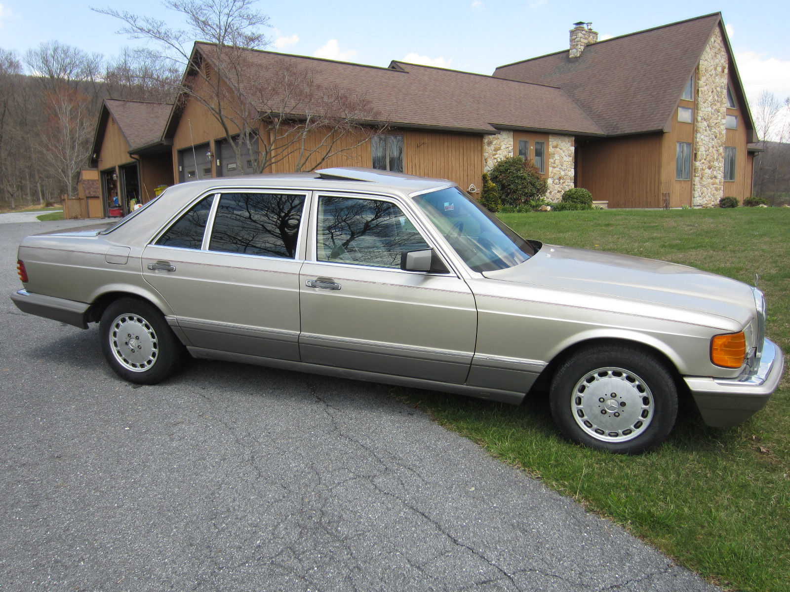 1986 Mercedes-Benz 300-Series