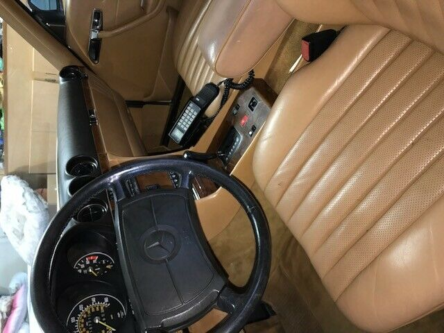 1986 CREME Mercedes-Benz SL-Class 560SL Convertible with Tan interior