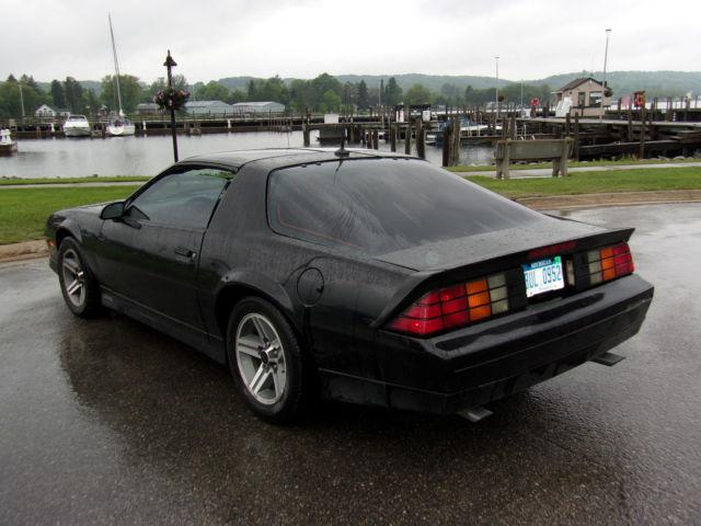 1987 chevrolet black camaro iroc z good condition for sale. Black Bedroom Furniture Sets. Home Design Ideas