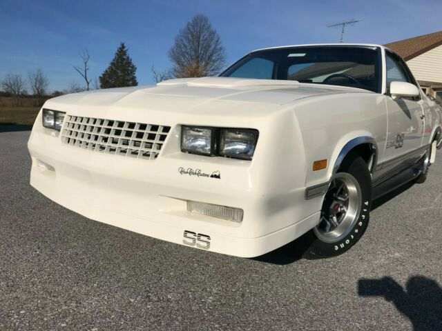 1987 White Chevrolet El Camino Choo Choo Standard Cab Pickup with Blue interior