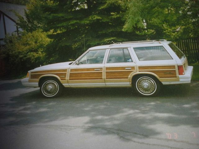 1987 Chrysler Town & Country Le Baron