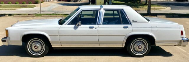 1987 White Ford Crown Victoria Sedan with Blue interior