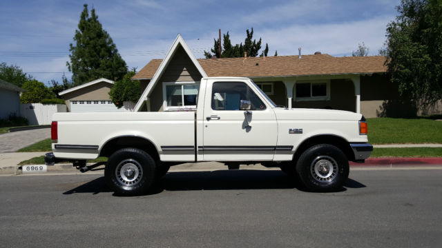 1987 Ford F-150 XLT LARIAT 4X4 SHORT BED RUNS GOOD *NO RESERVE* 87