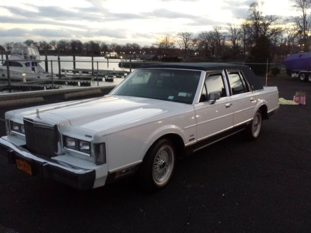 1987 Lincoln Town Car Signture Series