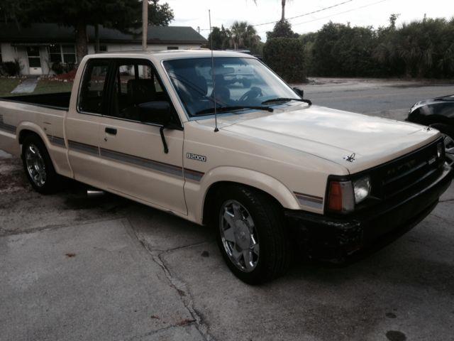 1987 Mazda B2000 Base Extended Cab Pickup 2