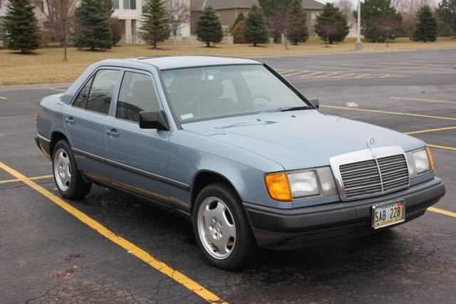 1987 Mercedes-Benz 200-Series