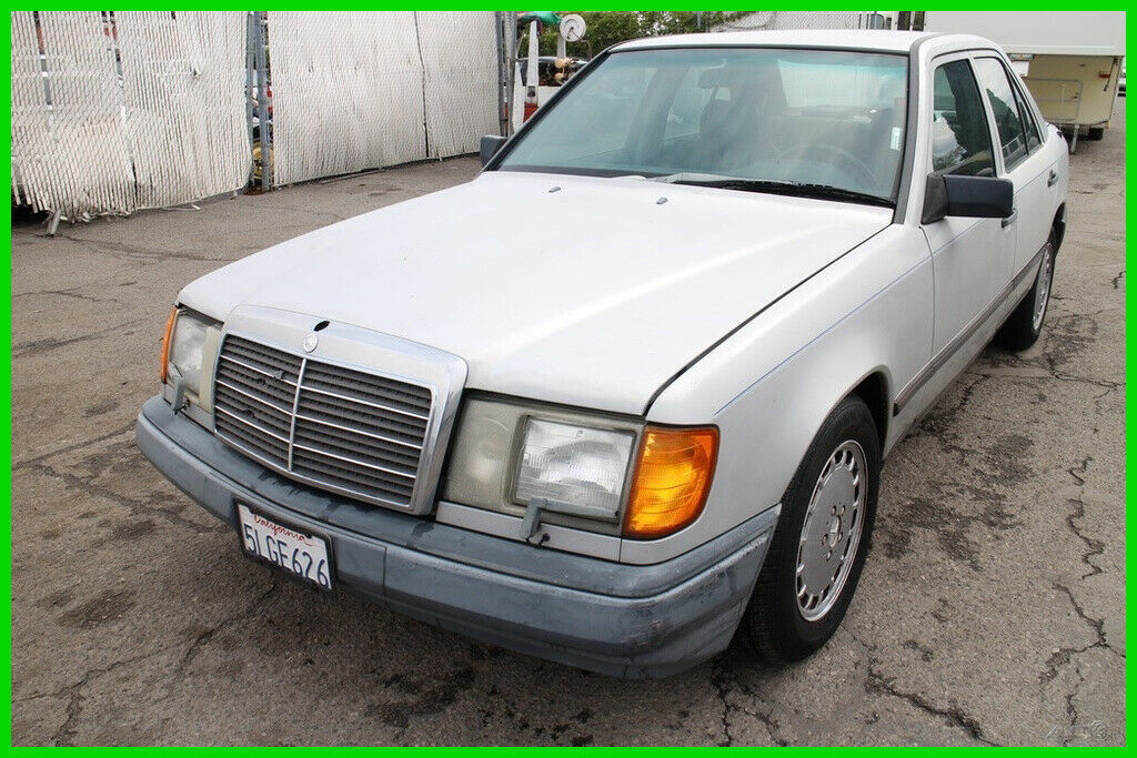 1987 Mercedes-Benz 300-Series E