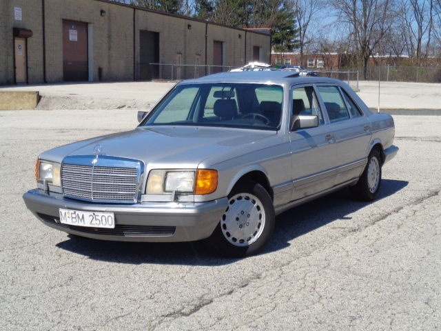 1987 Mercedes-Benz 300-Series 4dr Sedan 30