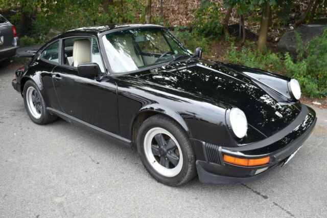 1987 Black Porsche 911 CARRERA COUPE Coupe with White interior