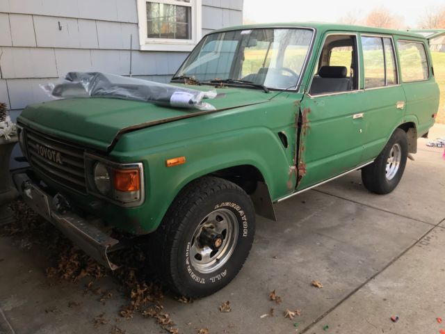 1987 Green Toyota Land Cruiser SUV with Blue interior