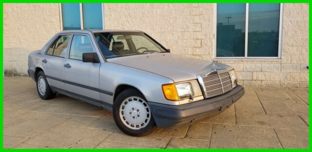 1988 Mercedes-Benz 200-Series 4 Dr