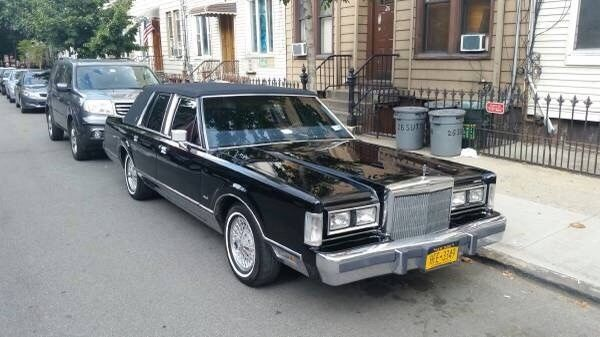 1988 Lincoln Town Car Signature Series