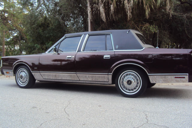 1988 Lincoln Town Car In Great Condition With 125 000 Miles For Sale