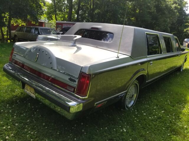 1988 tu tone silver gray Lincoln Town Car cartier long door double cut limousine with Gray interior